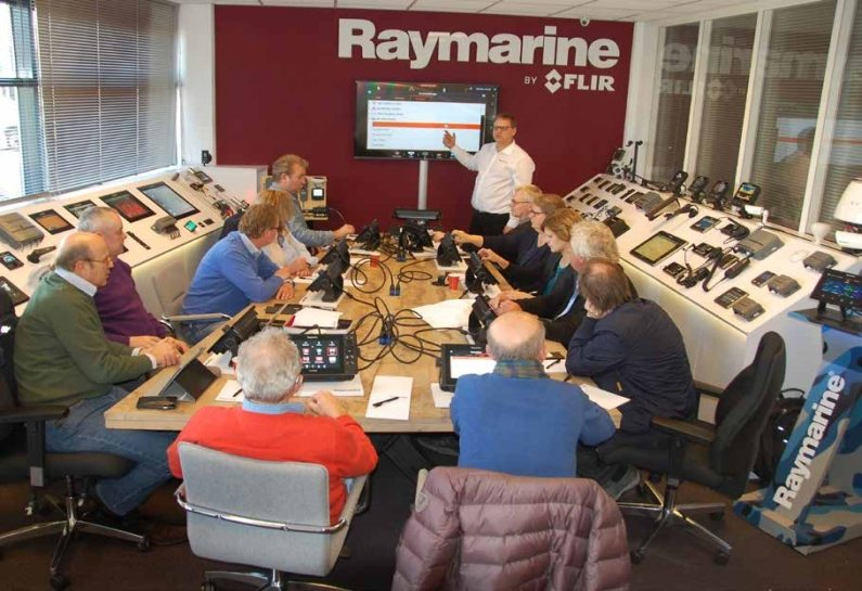 raymarine college motorboot web